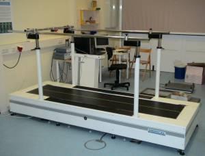 Abb. 1 Laufband mit integrierten Kraftmessplatten